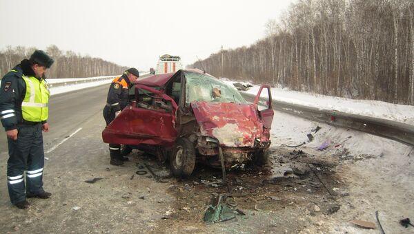 Две иномарки столкнулись лоб в лоб под Новосибирском