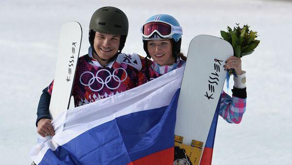 Вик Уайлд, завоевавший золотую медаль, и Алена Заварзина, завоевавшая бронзовую медаль