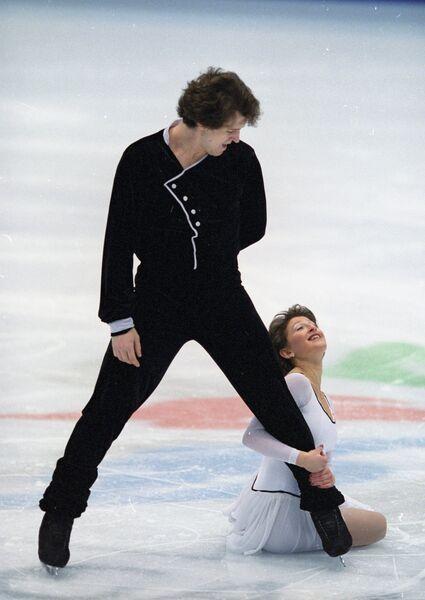 Олимпийские чемпионы в парном катании Оксана Казакова и Артур Дмитриев