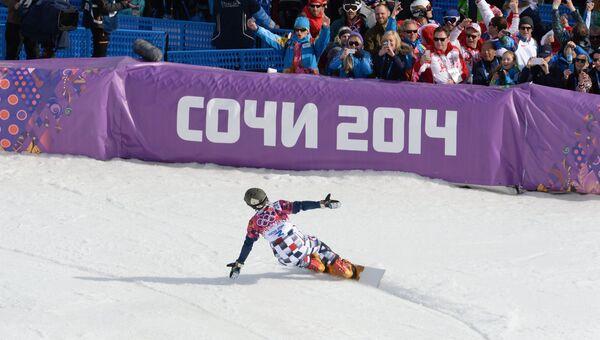 Вик Уайлд (Россия), завоевавший золотую медаль, после окончания финала параллельного слалома на соревнованиях по сноуборду среди мужчин