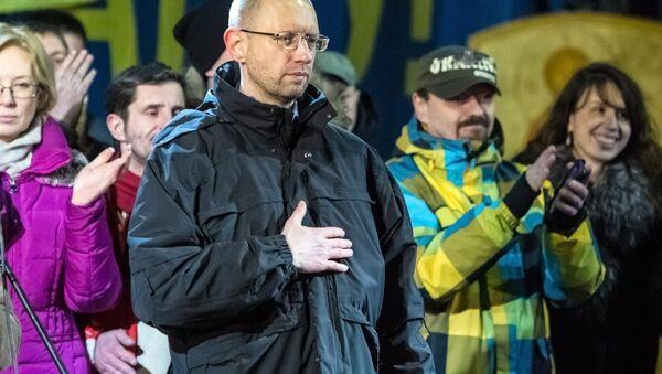Лидер фракции Батькивщина, кандидат на пост премьер-министра Украины Арсений Яценюк на Майдане. Фото с места событий