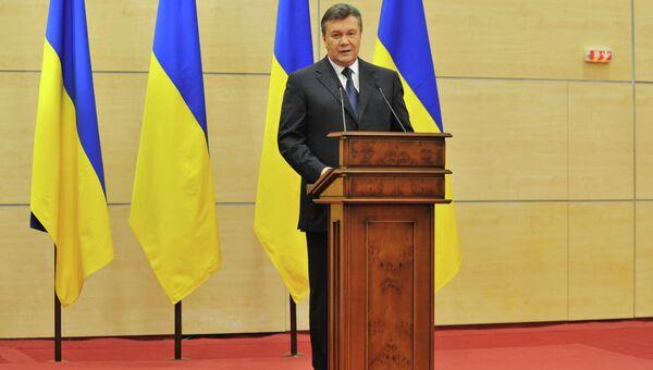 Отстраненный от должности президента Украины Виктор Янукович выступает на пресс-конференции в Ростове-на-Дону