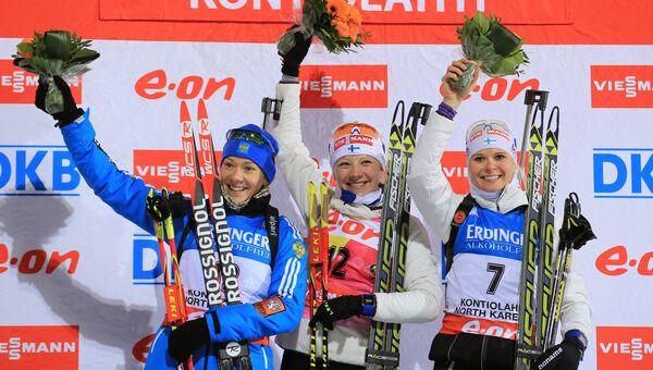 Ольга Зайцева (Россия) - второе место, Кайса Мякяряйнен (Финляндия) - первое место, Мари Лаукканен (Финляндия) - третье место (слева направо)
