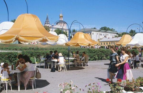 Уличное кафе в городе Саратове