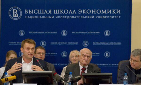 Публичная дискуссия между блогером Алексеем Навальным и ректором ГУ ВШЭ Ярославом Кузьминовым