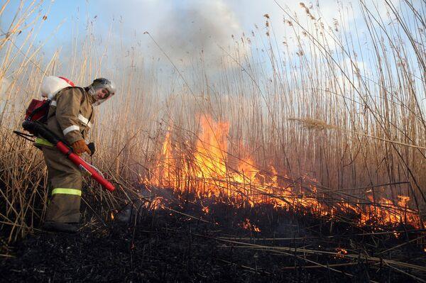 Тушение пожаров в Астраханской области