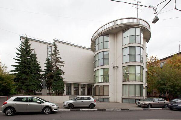 Здание клуба обувной фабрики Буревестник