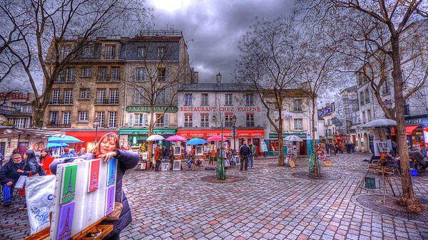 Пешеходная зона Парижа на холме Монмартр