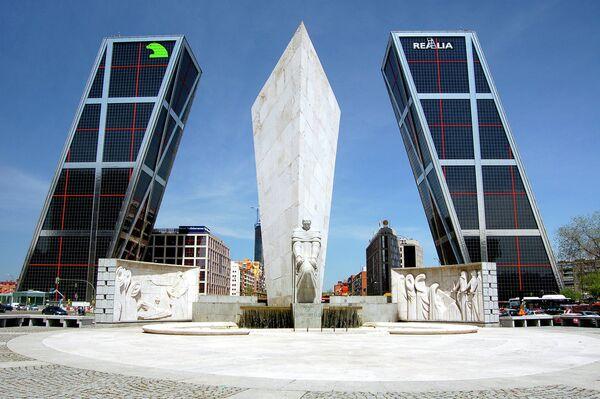 Ворота Европы в столице Испании Мадриде