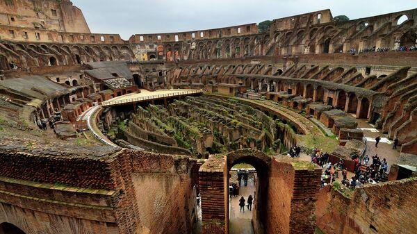 здание Колизея в Риме изнутри
