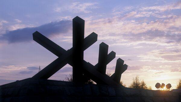 Памятник защитникам Москвы на Ленинградском шоссе. Противотанковые ежи