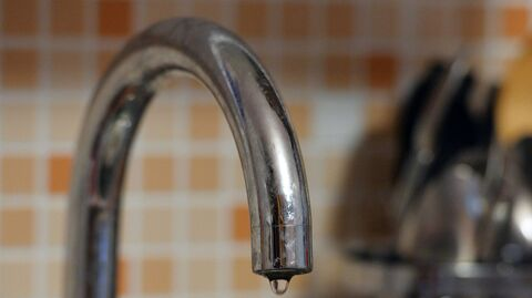Сезонное отключение горячей воды, кран с водой