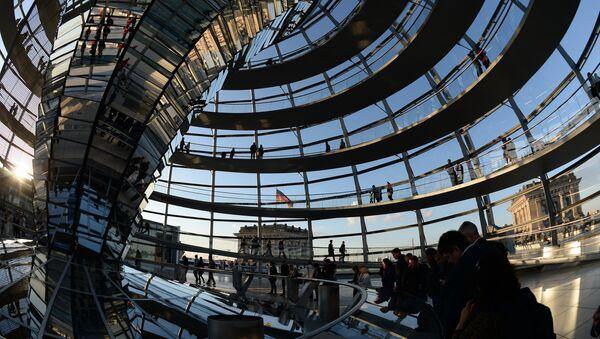 Купол над зданием Рейхстага в Берлине. Архивное фото