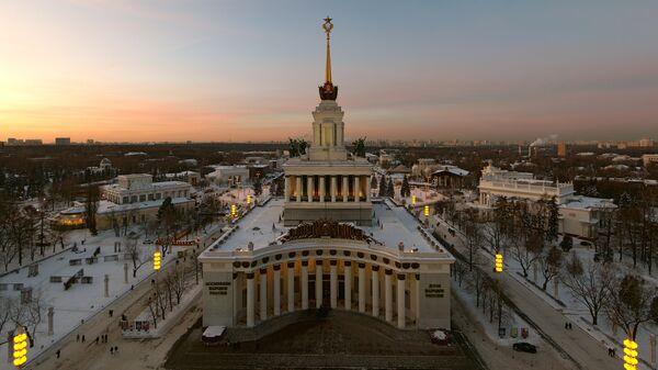 Всероссийский выставочный центр в Москве (ВДНХ) зимой