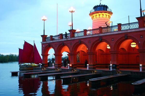 Собственный яхт-клуб с причалом , рассчитанным на 50 яхт и катеров в ЖК Алые Паруса