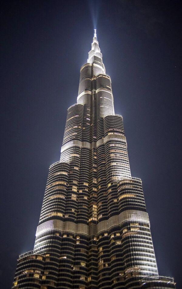 Небоскреб Бурдж-Халифа в Дубае.