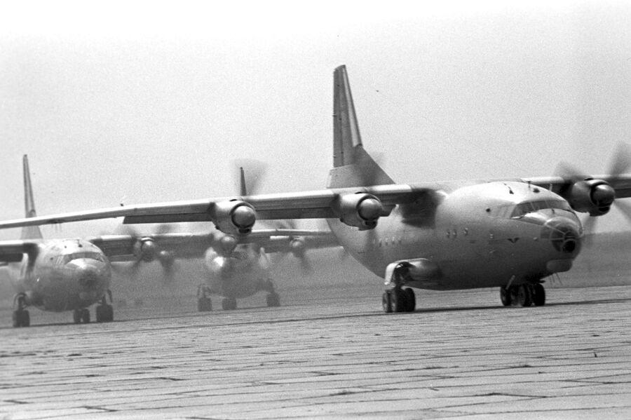 Десантно-транспортный самолет Ан-12