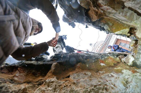 В центре Москвы нашли подземную тайную комнату. Вид из подземной комнаты, обнаруженной археологами у основания Китайгородской стены в Москве.