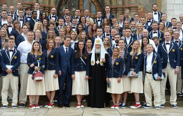 Патриарх Московский и всея Руси Кирилл и члены российской олимпийской сборной после напутственного молебна