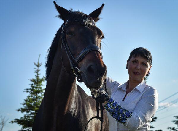 Мастер спорта международного класса Инесса Меркулова с конем по кличке Мистер Икс