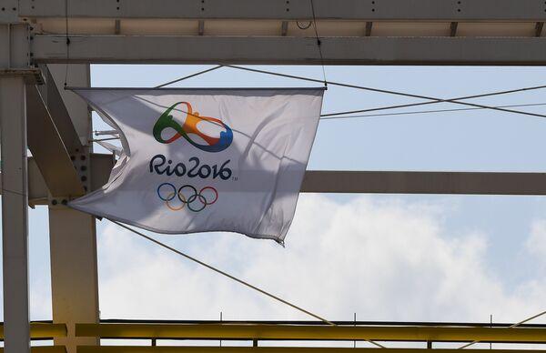 Флаг Олимпийских игр-2016 в олимпийском парке в Рио-де-Жанейро