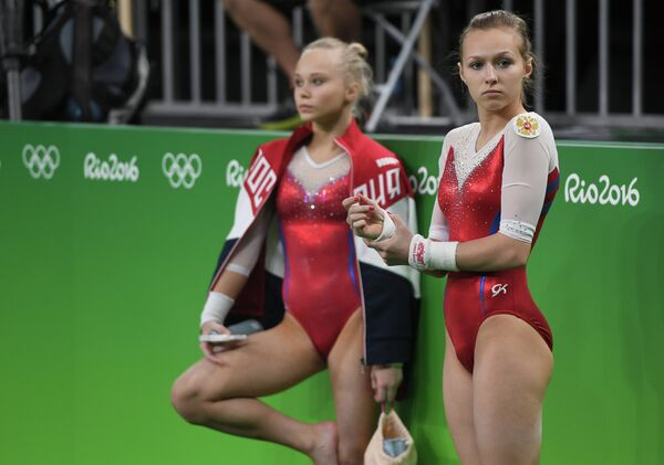 Спортсменки олимпийской сборной России по спортивной гимнастике Ангелина Мельникова и Дарья Спиридонова (справа)