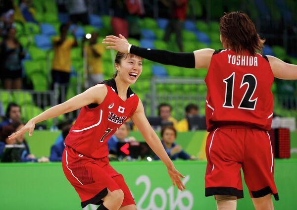 Баскетболистки сборной Японии Мика Курихара (слева) и Асами Йосида