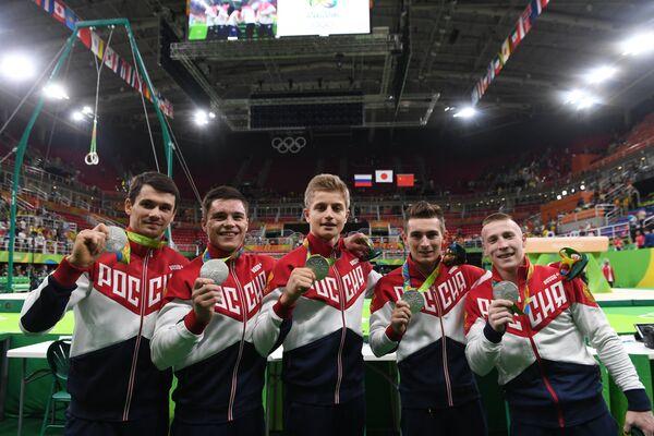Российские гимнасты Николай Куксенков, Никита Нагорный, Иван Стретович, Давид Белявский и Денис Аблязин (слева направо)