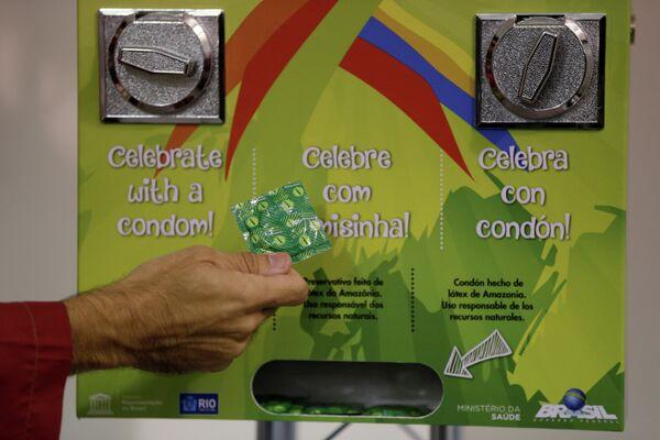 Аппарат с презервативами в олимпийской деревне в Рио