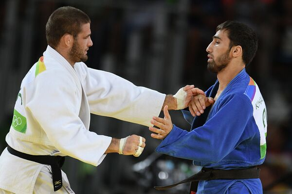 Хасан Халмурзаев и Трэвис Стивенс (справа налево)