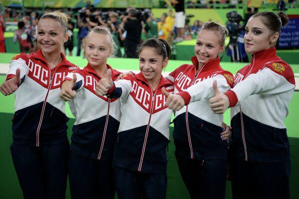 Мария Пасека, Ангелина Мельникова, Седа Тутхалян, Дарья Спиридонова и Алия Мустафина (слева направо)