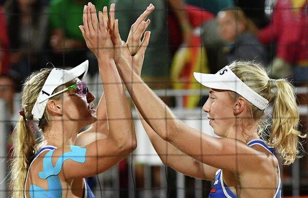Екатерина Бирлова и Евгения Уколова (слева направо)
