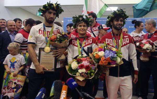 Хасан Халмурзаев, Наталья Кузютина и Беслан Мудранов (слева направо)