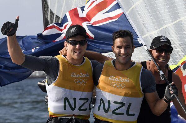 Новозеландские яхтсмены Питер Берлинг и Блэр Тьюк