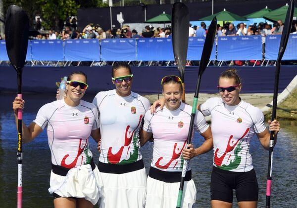 Экипаж женской сборной Венгрии в составе Габриэлы Сабо, Дануты Козак, Тамары Чипеш и Кристины Фазекаш Цур