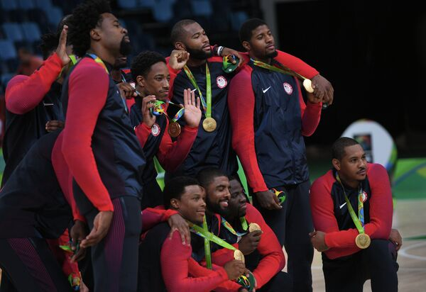 Баскетболисты сборной США после победы на Олимпиаде в Рио