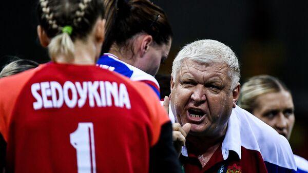 Игрок сборной России Анна Седойкина и главный тренер женской сборной России по гандболу Евгений Трефилов
