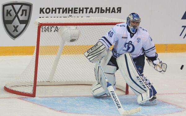 Вратарь Динамо (Москва) Александр Лазушин
