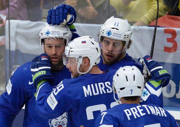 Хоккеисты сборной Словении Анже Копитар и Ян Муршак (справа налево)