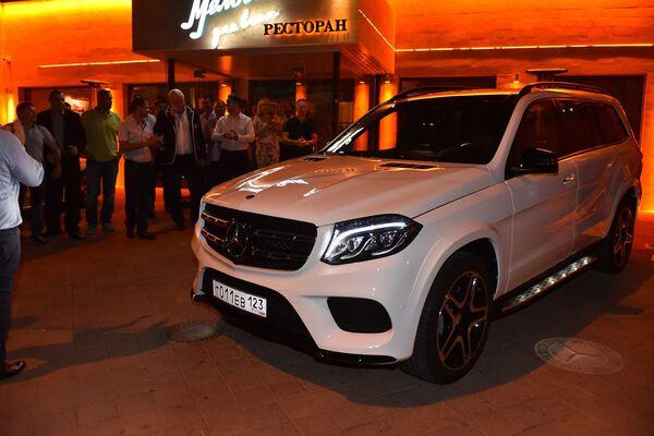 Автомобиль Mercedes, подаренный Евгению Трефилову