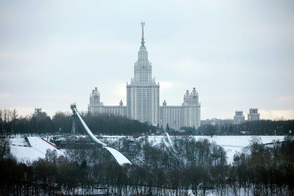 Трамплин на Воробьевых горах и здание МГУ