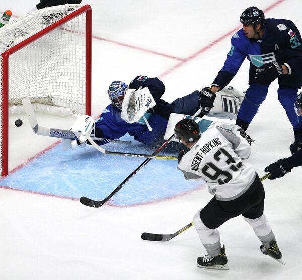 Нападающий сборной Северной Америки по хоккею (игроки не старше 23 лет) Райан Ньюджент-Хопкинс (№93)