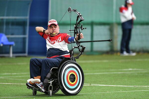 Игорь Мешков в финале соревнований по стрельбе из блочного лука на Всероссийских паралимпийских соревнованиях