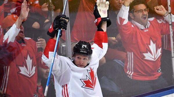 Форвард сборной Канады Кори Перри радуется заброшенной шайбе