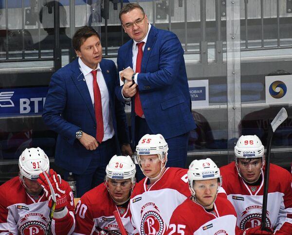 Тренеры Витязя Равиль Якубов (слева) и Валерий Белов