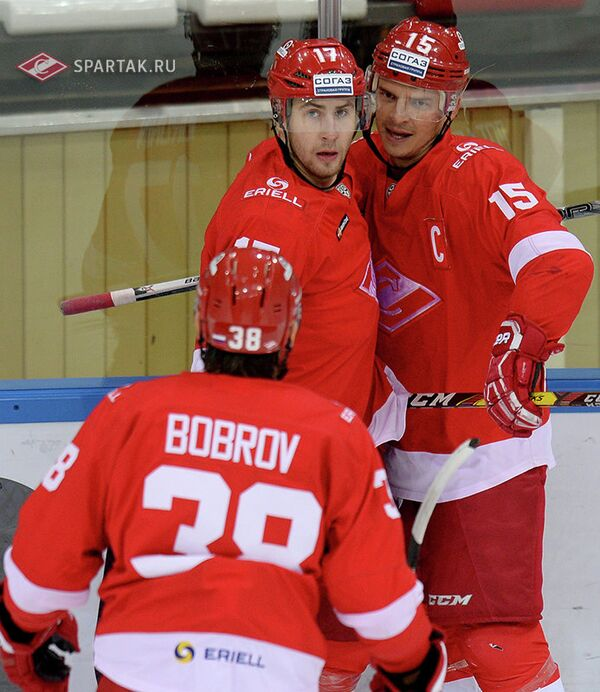 Хоккеисты Спартака Виктор Бобров, Артем Воронин и Максим Потапов (слева направо)