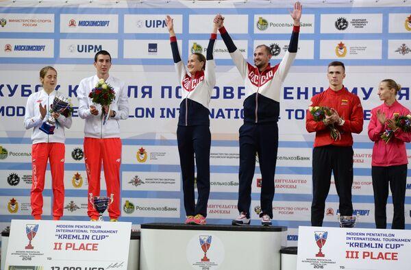 Анна Малышевска и Себастьян Стасияк, занявшие второе место, Доната Римшайте и Александр Лесун, занявшие первое место, Довидас Вайвада и Гинтаре Венцкаускайте (слева направо)