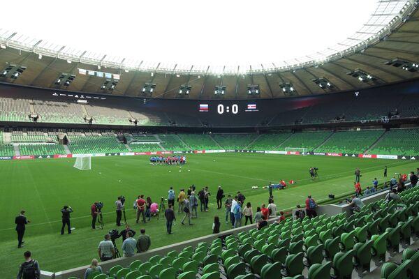 Футболисты сборной России во время тренировки на стадионе ФК Краснодар