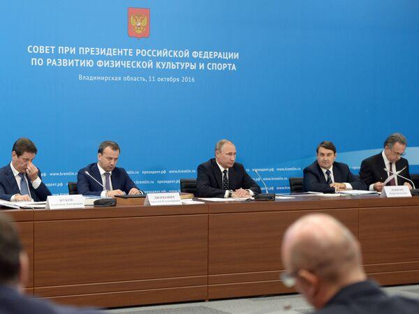 Владимир Путин на заседании Совета при президенте РФ по развитию физической культуры и спорта