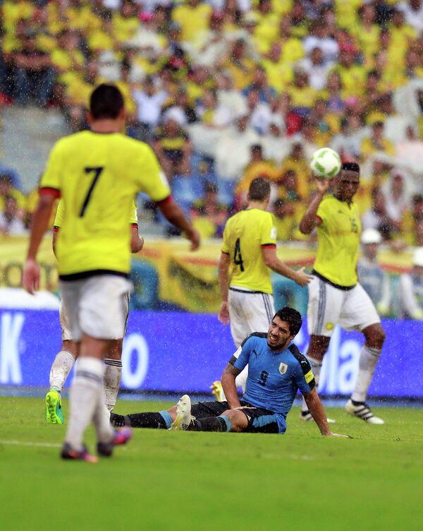 Нападающий сборной Уругвая Луис Суарес (№9)